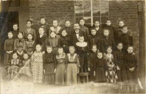 Klassenfoto vor der Schule Nachrodt-Obstfeld ca.1905