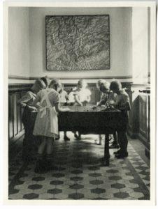 Arbeit am Sandkasten in der evangelischen Volksschule Nachrodt ca.1937